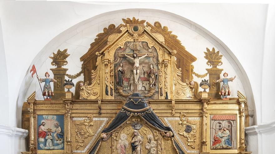 La Junta restaura el retablo de la iglesia de Santa María del Río de Castroverde