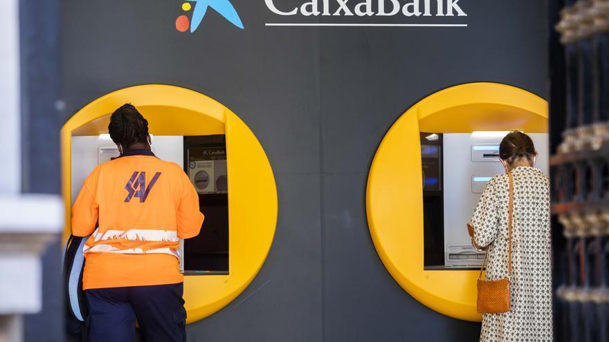 La Generalitat destina 7,8 millones para poner cajeros de Caixabank