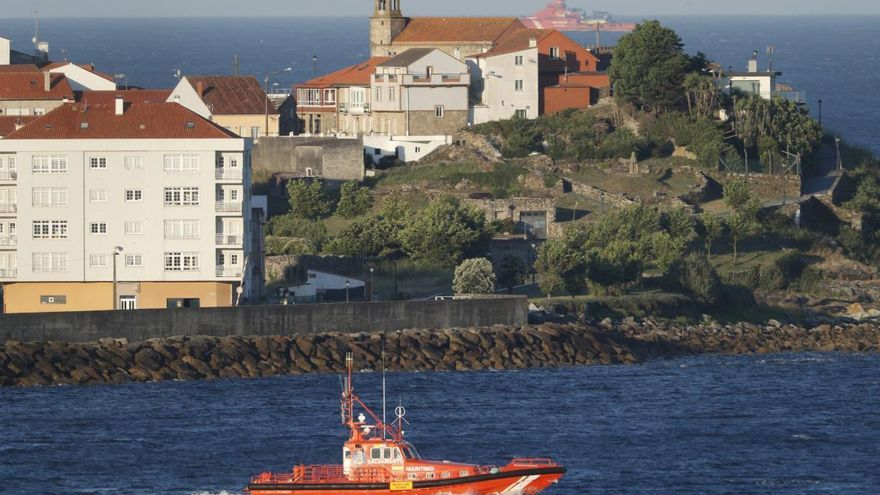 Localizan un chaleco donde desaparecieron los dos jóvenes que navegaban en kayak en Porto do Son