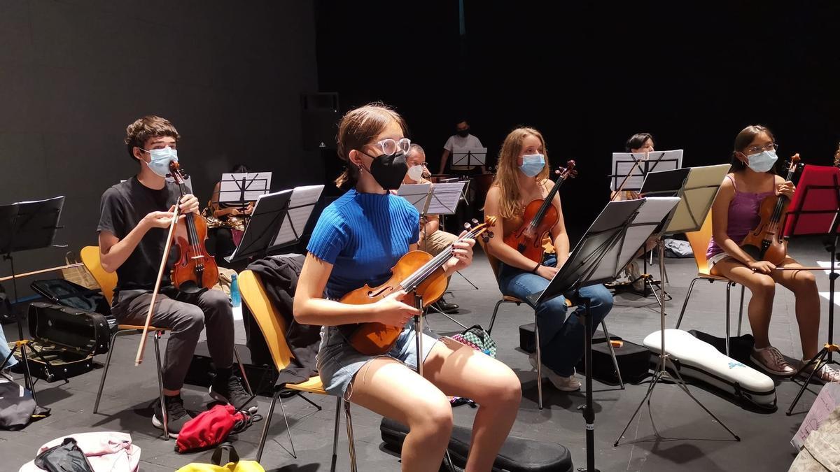 Clase del conservatorio de música de Almendralejo