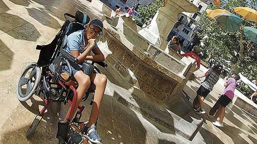 Campaña solidaria en Sóller: Una silla  para Emy