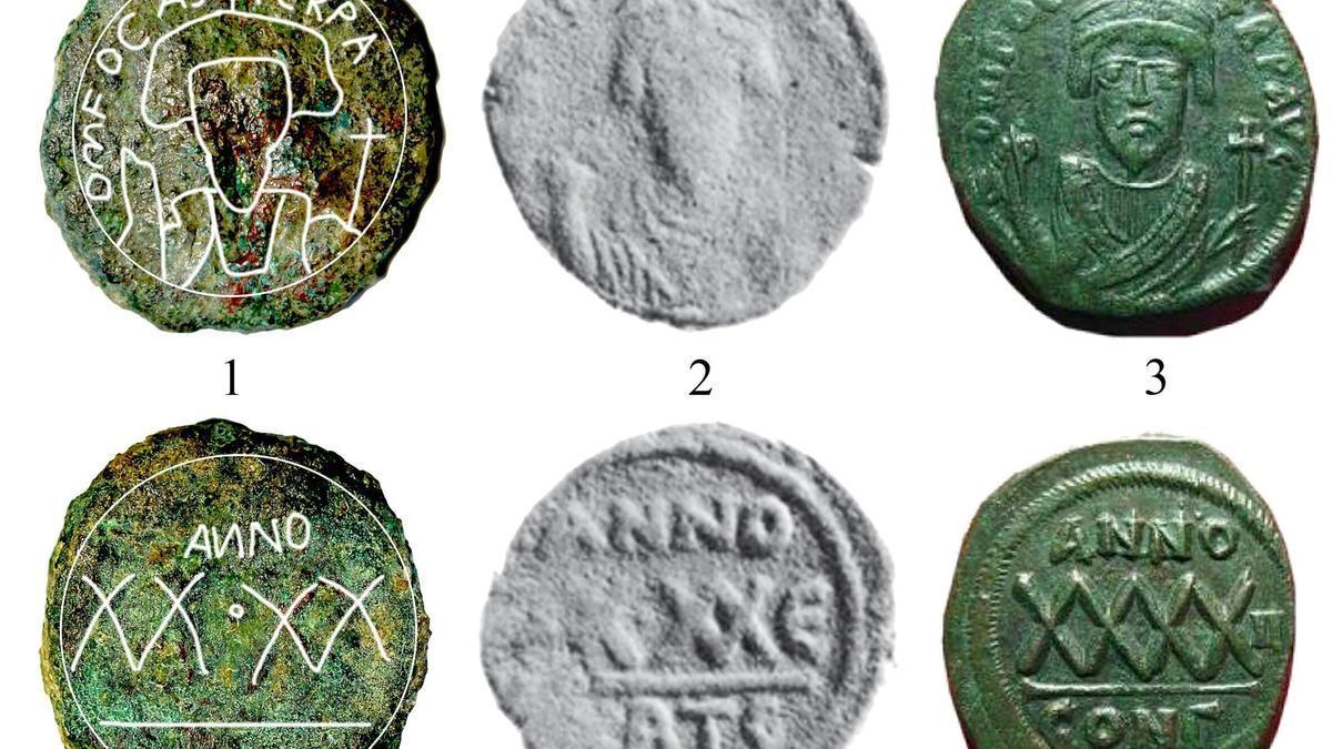 En la moneda aparece una representación frontal del emperador Focas.