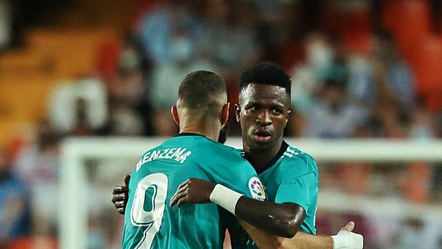 Vinicius y Benzema rescatan al Madrid