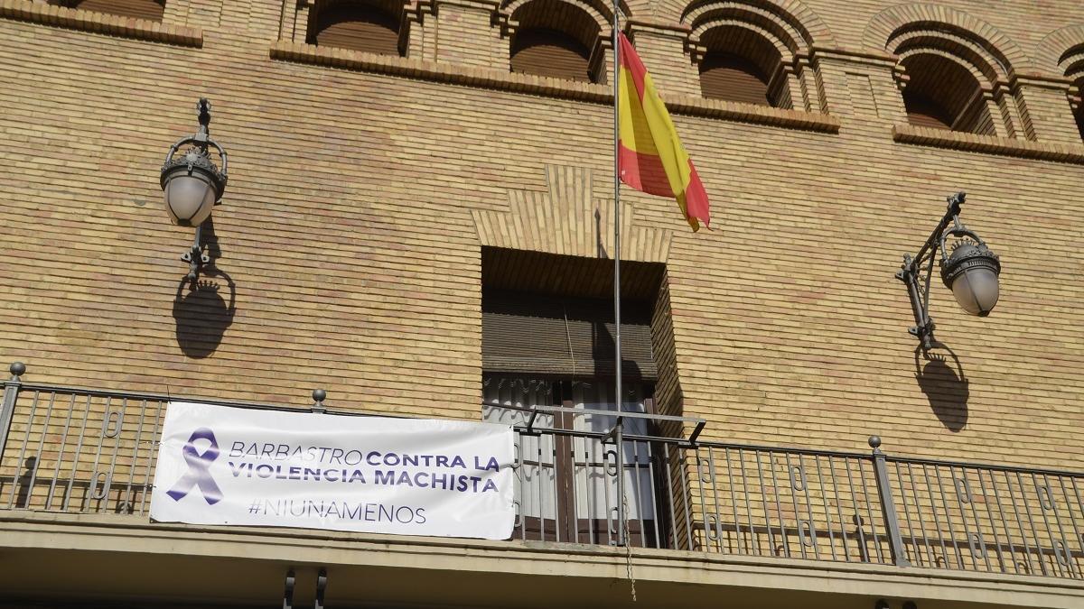 Cartel contra la violencia de género en un ayuntamiento.