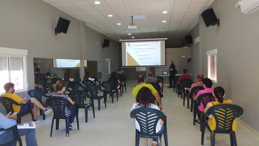 Morales de Toro recaba ideas para impulsar un Plan de Desarrollo Sostenible