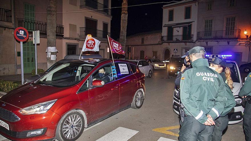 Manifestación de los policías de Santa Margalida contra su «precaria» situación