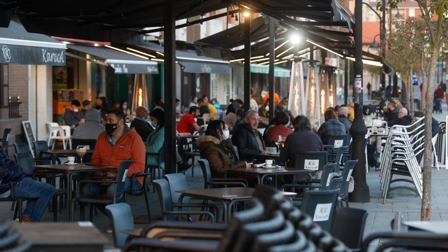 Castrillón saldrá el martes del nivel más duro de restricciones: vuelven las terrazas