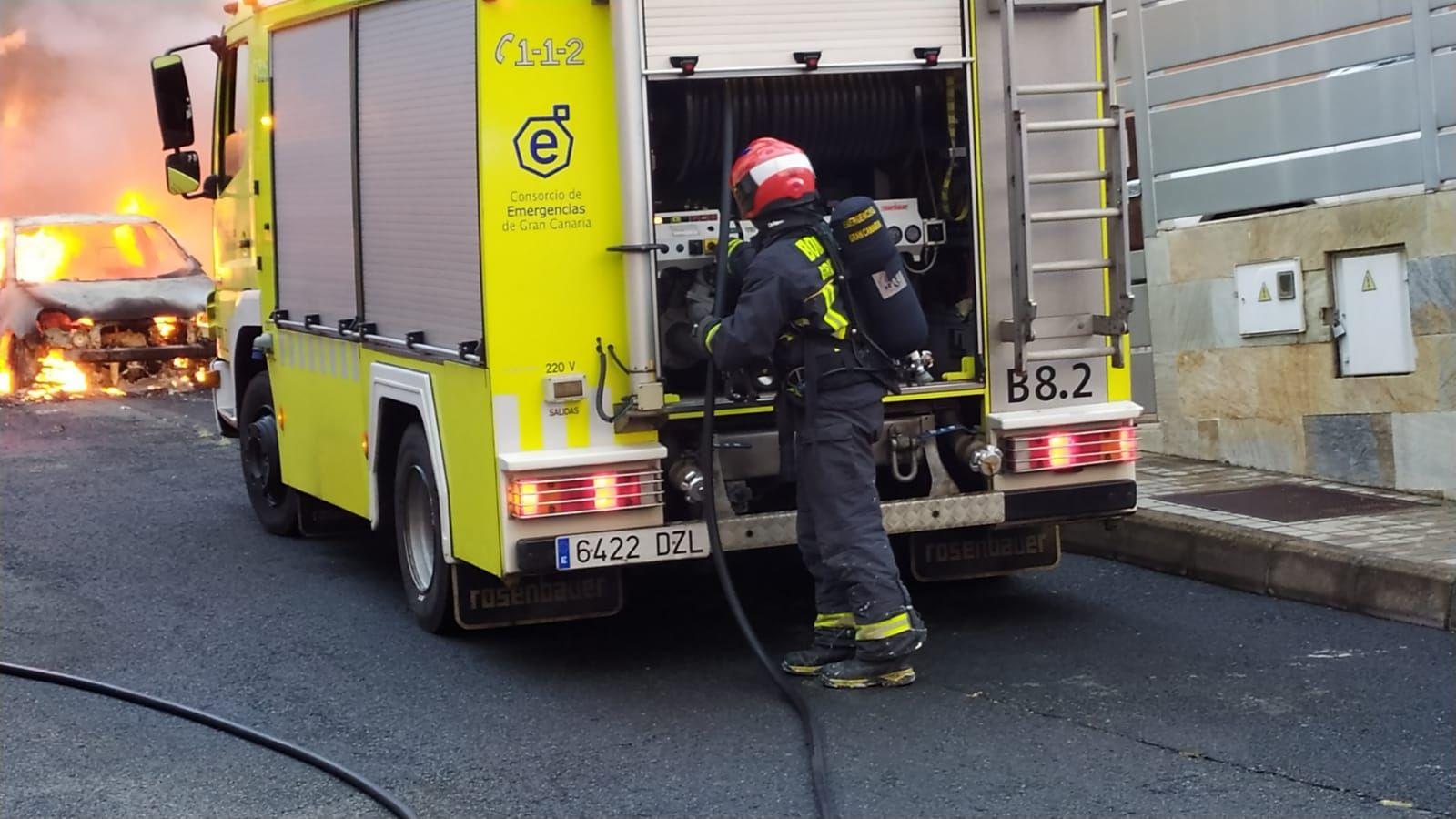 Se incendia un coche en Monte Lentiscal, Santa Brígida