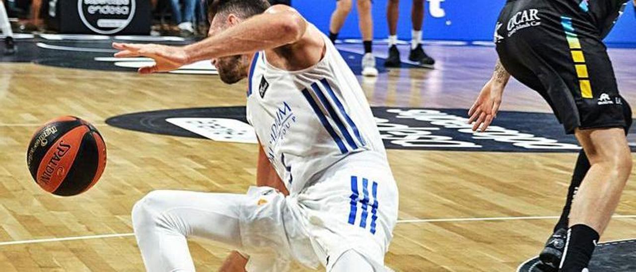 Momento en el que Rudy Fernández se lesiona en su rodilla.