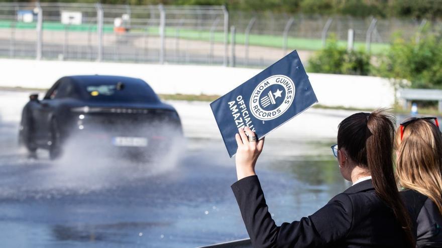 El Porsche Taycan entra en el Libro Guinness con un increíble derrape de 42 km