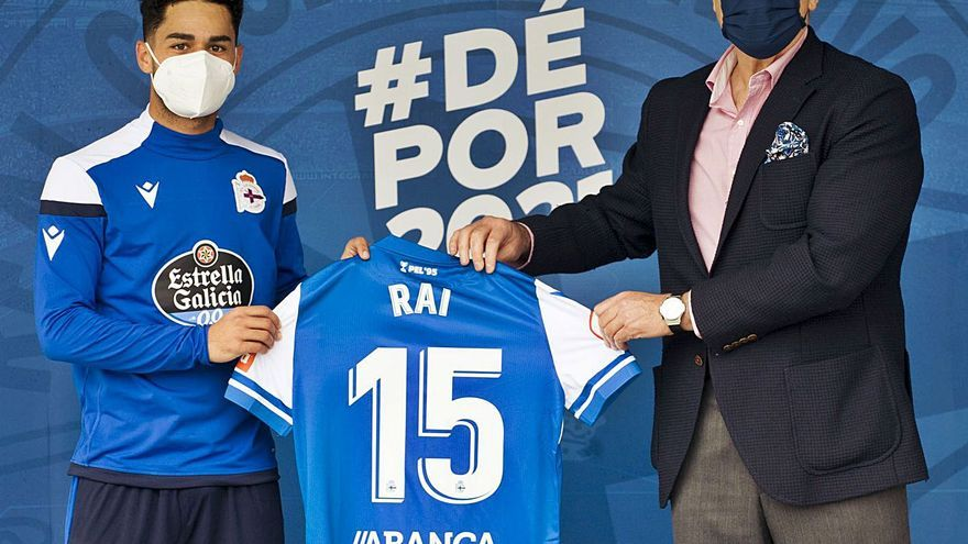 Fernando Vidal defiende la calidad de la plantilla y abre la puerta a Diego Rolan