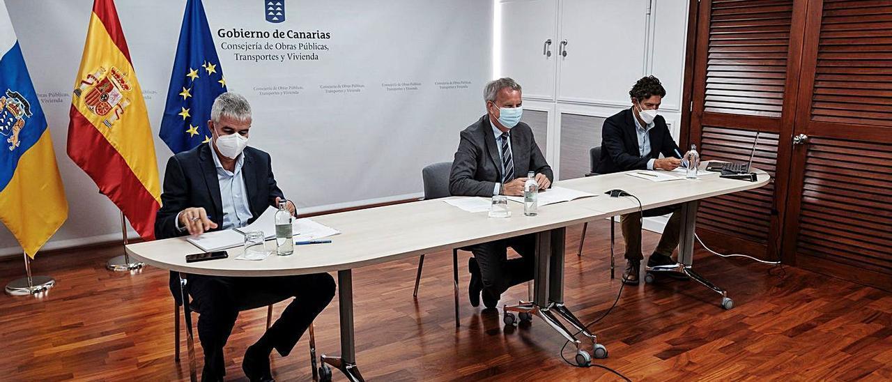 Sebastián Franquis, durante la reunión por videollamada con los consejeros de Turismo y Transición Ecológica, ayer. | | EFE