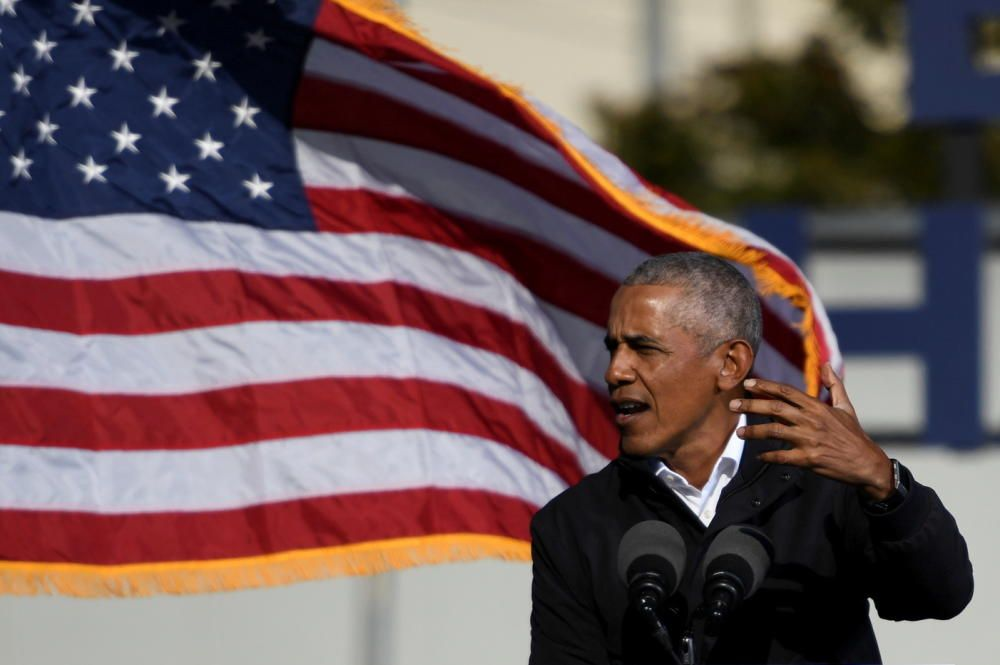 Former President Barack Obama addresses voters ...