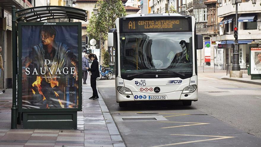El virus amenaza con subir a 13 millones la aportación municipal para el bus urbano en Oviedo