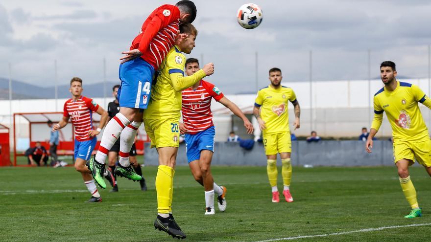 El Lorca Deportiva vuelve a su realidad en Granada (3-2)