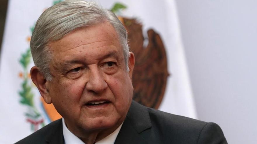 López Obrador, contrario a ponerse la mascarilla, da positivo