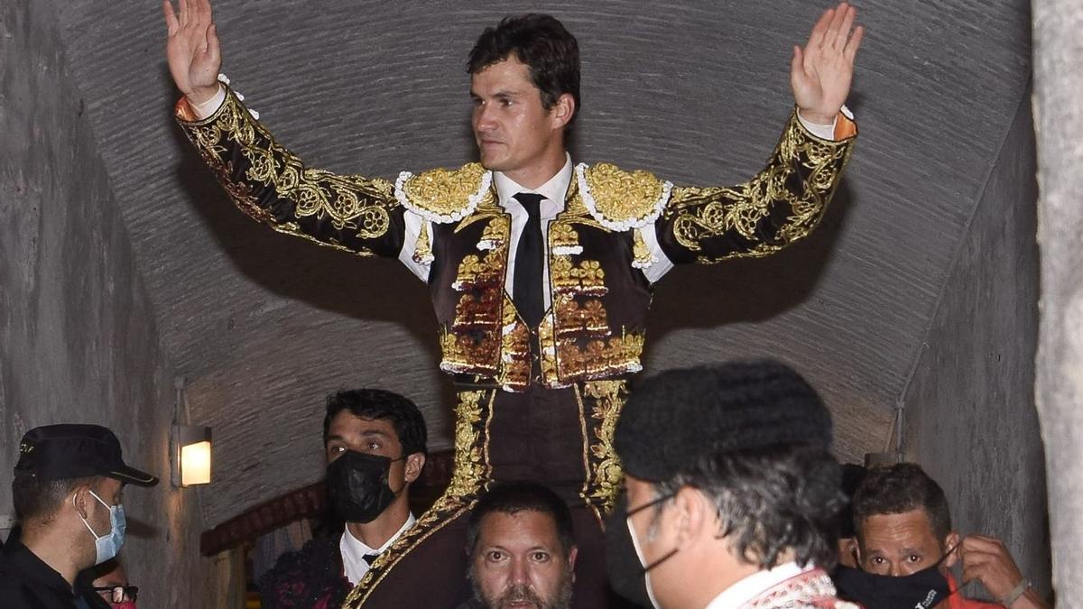 Daniel Luque, primera puerta grande de la Feria de cine, nada menos que con dos orejas de ley ante un toro de Adolfo Martín.