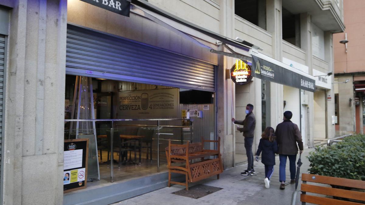 Cierre de un bar en Rosalía de Castro