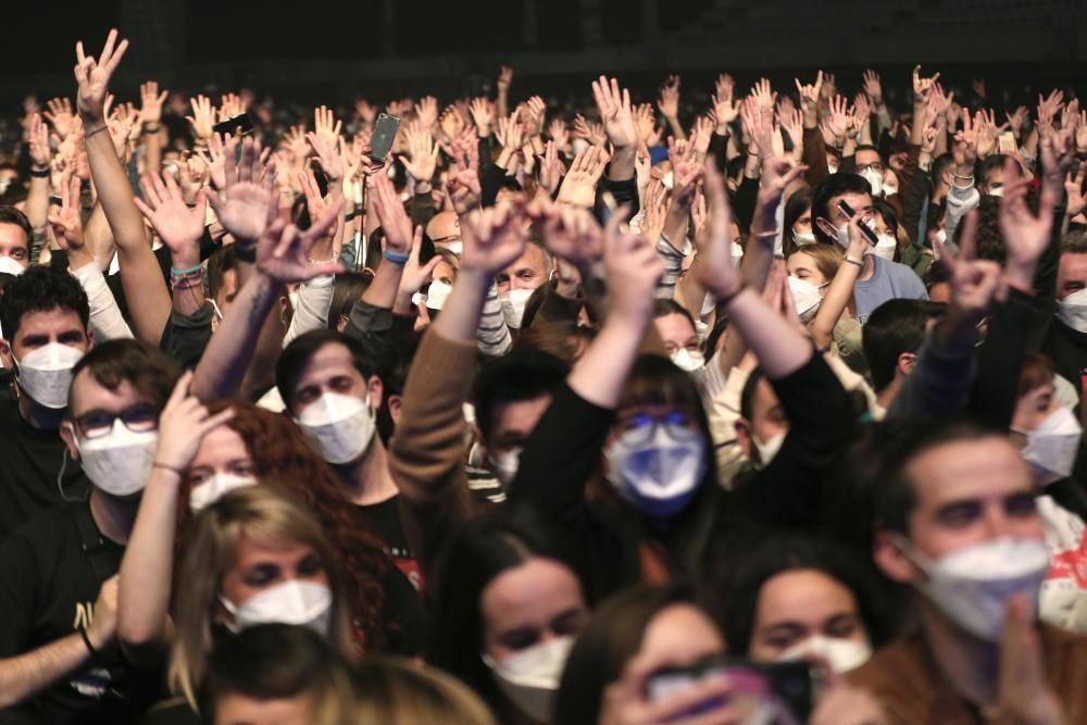 Moments del concert de 'Love of Lesbian' aquest dissabte al Palau Sant Jordi