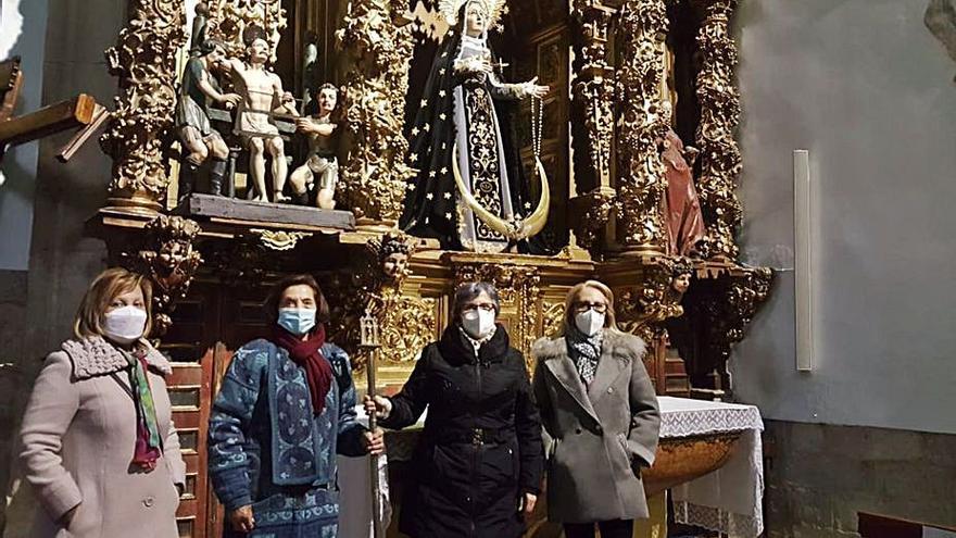 Intercambio de varas en la cofradía de la Virgen de los Dolores de Toro