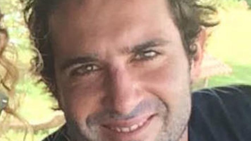 Un surfero que enfermó de leucemia en Bali lucha por su traslado a España