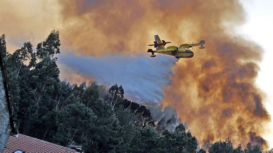 Galicia concentra uno de cada diez incendios que ponen en riesgo a la población en España