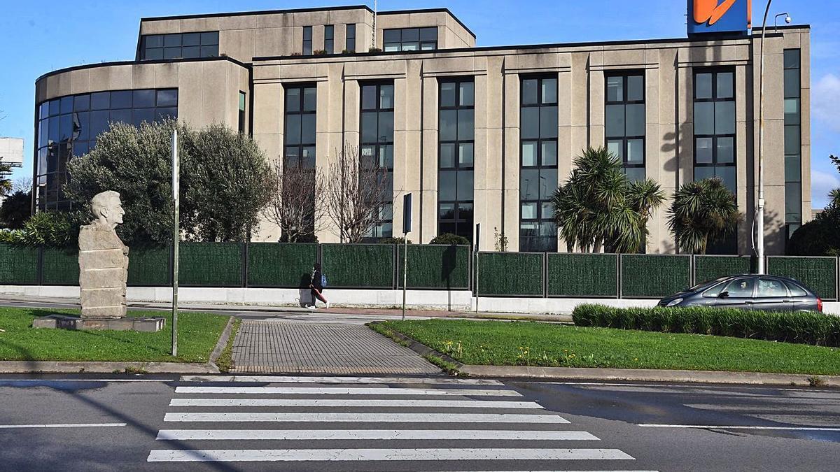 Edificio de Unión Fenosa Distribución en la avenida de Arteixo, donde se halla el Centro de Control Operativo de la red eléctrica gallega. |   // CARLOS PARDELLAS
