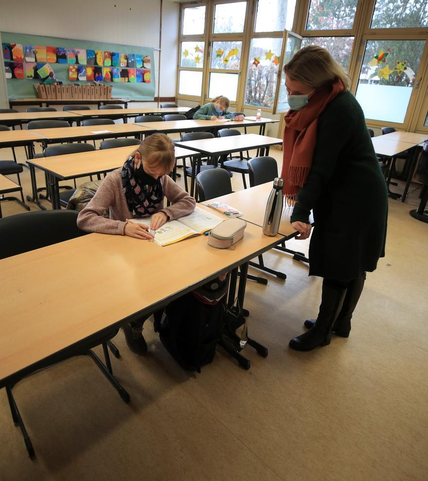 Inglaterra y Alemania: clases a distancia y exámenes en 'stand-by'