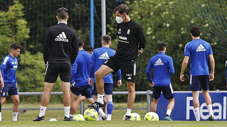 Javi Mier y Viti, únicas bajas en el entrenamiento del Real Oviedo en El Requexón