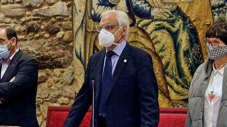 O pleno da Real Academia Galega reelixe a Víctor Freixanes presidente da institución