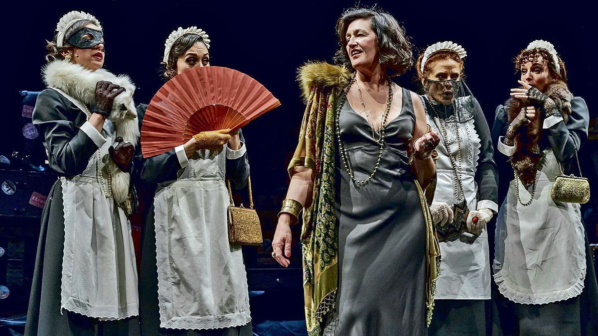 Una de les escenes de 'Tórtola', producció pública valenciana estrenada al Rialto.   LEVANTE-EMV