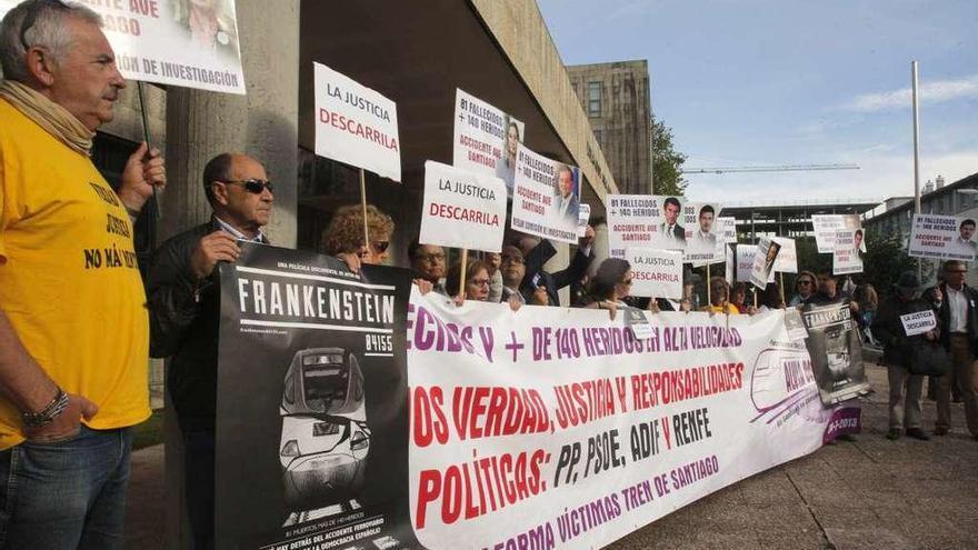 Transportes rechaza los ceses reclamados por las víctimas del accidente del Alvia
