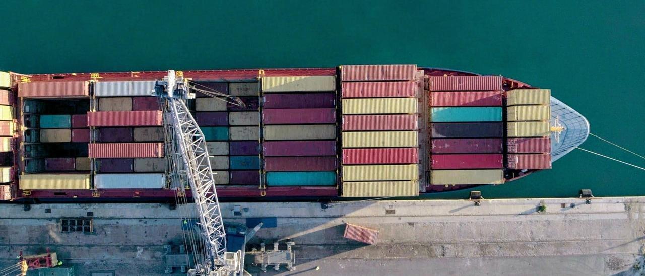Hundimiento histórico del comercio exterior de Canarias en 2021