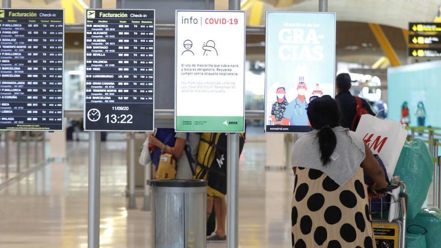 Los usuarios de avión caen un 61,9% en julio y los del AVE retroceden un 67,3%