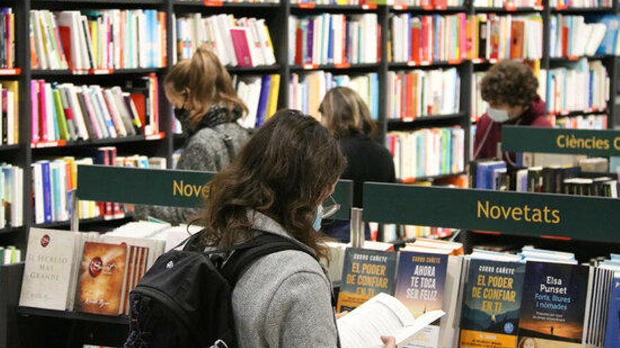 El sector del llibre el primer any de pandèmia: més lectors però caigudes de vendes