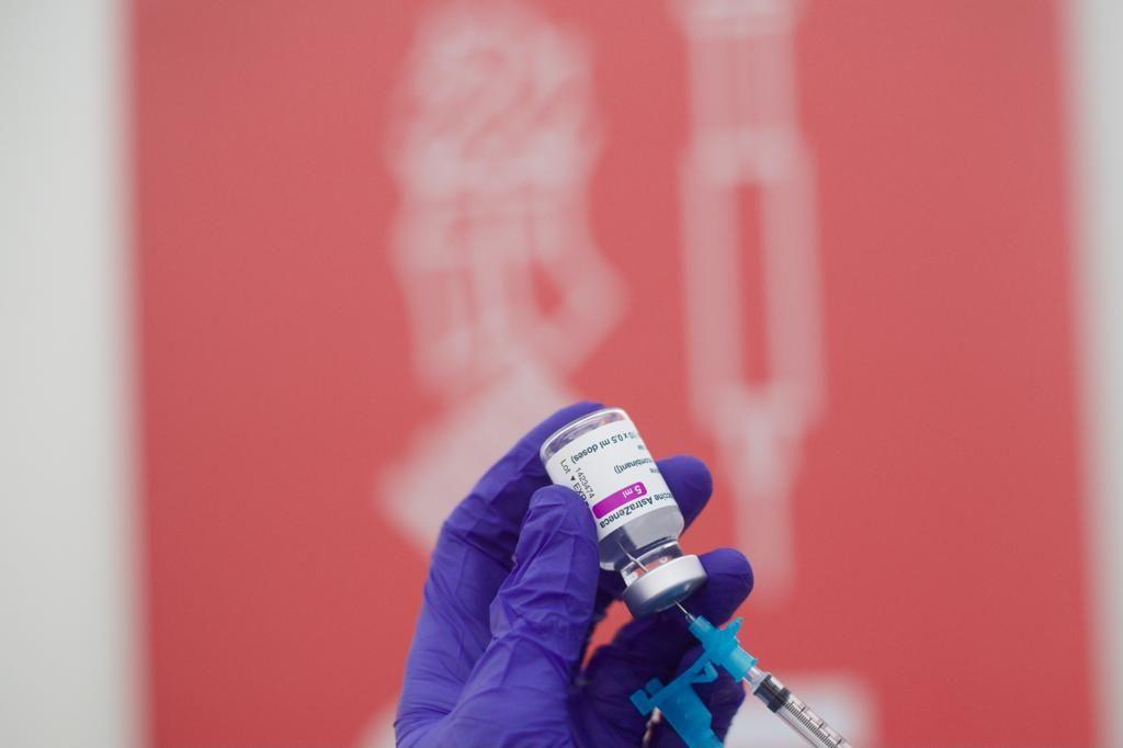 Vacunación de docentes con la dosis de Astrazeneca en la Fe