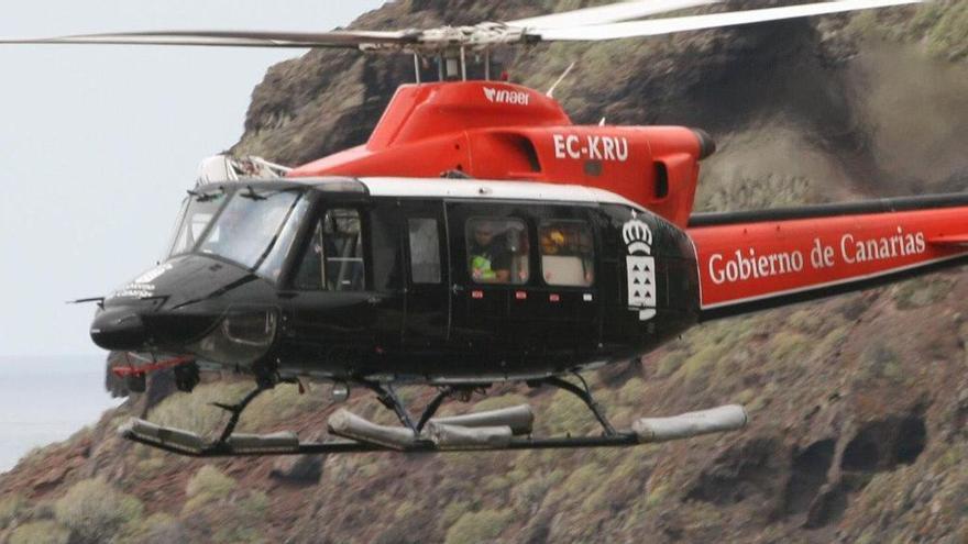 El helicóptero del GES rescata a un senderista en Candelaria
