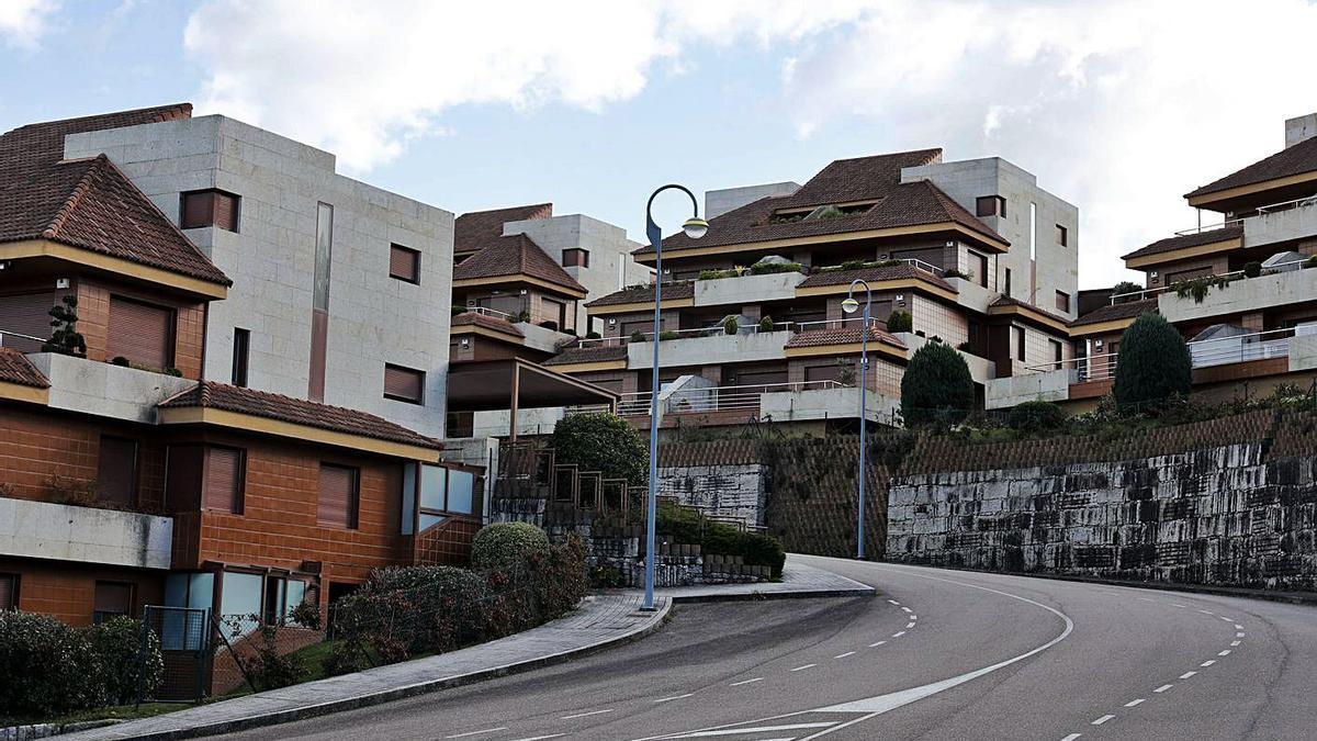 La urbanización Vista Real, donde se ubican tres de las viviendas asaltadas. |   // JOSE LORES