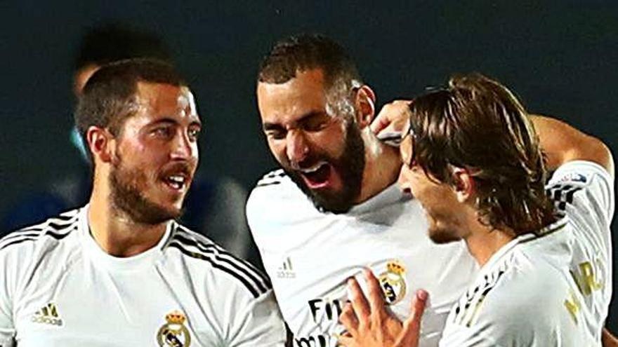 El Madrid derrota el València de la mà de Benzema i es manté a dos punts del líder