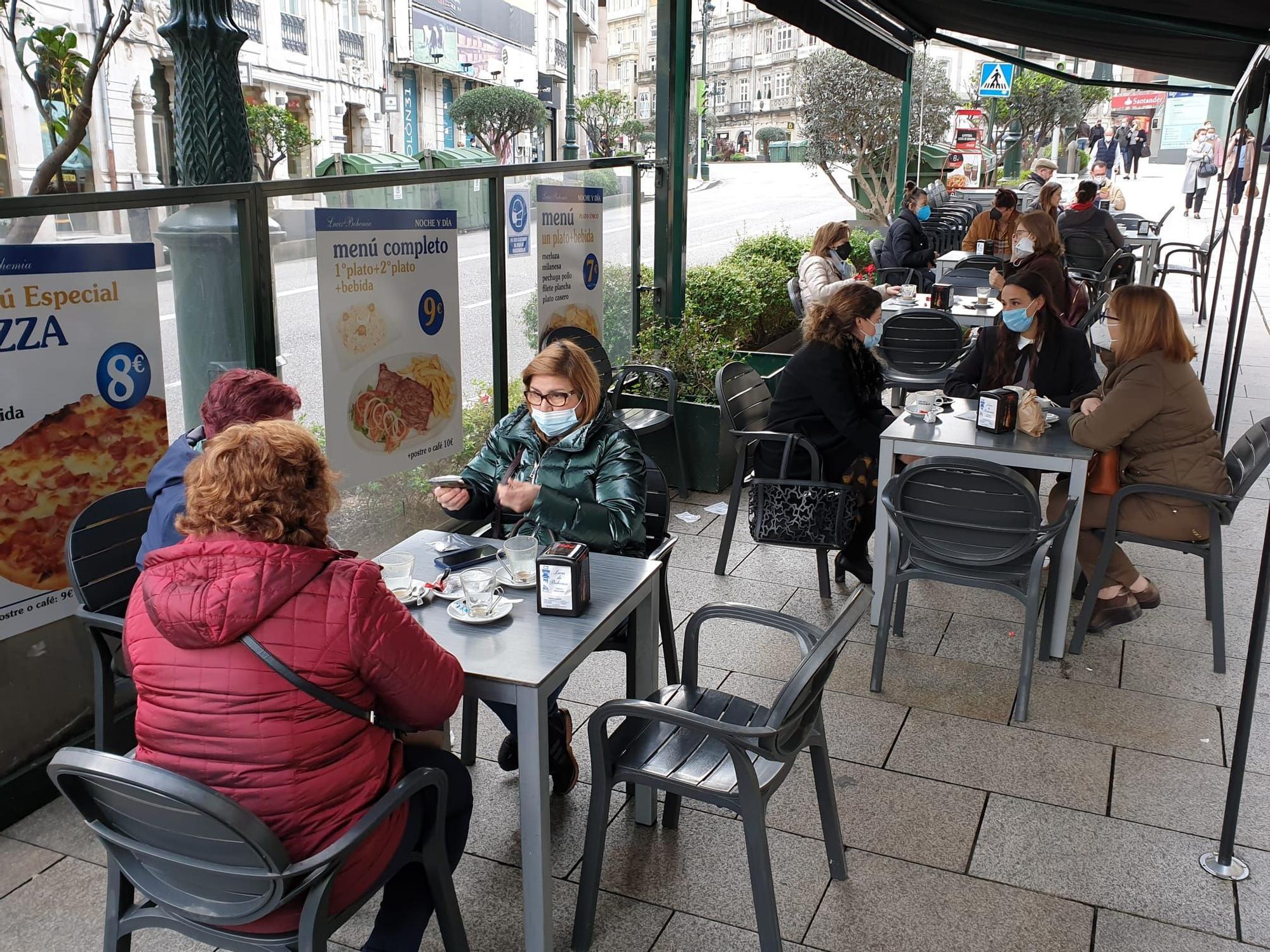 Terraza de la cafetería Luces de Bohemia.