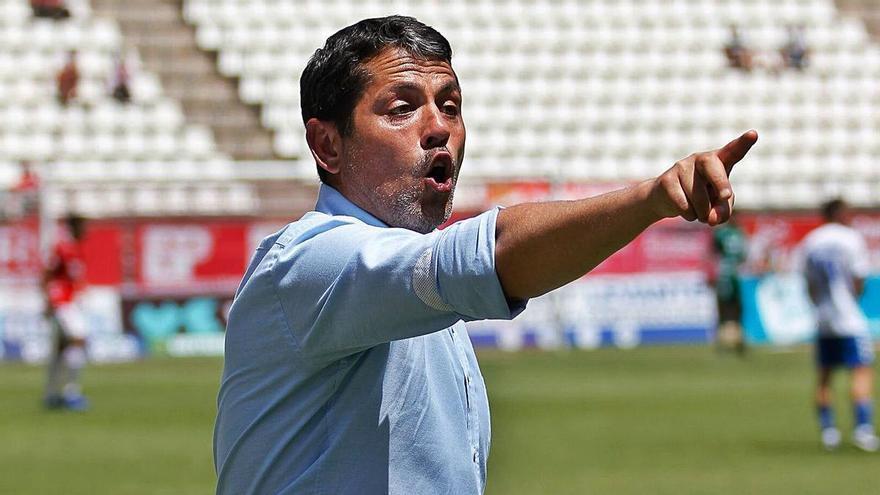 El Real Murcia da esperanzas a Loreto y se olvida de Manolo Molina