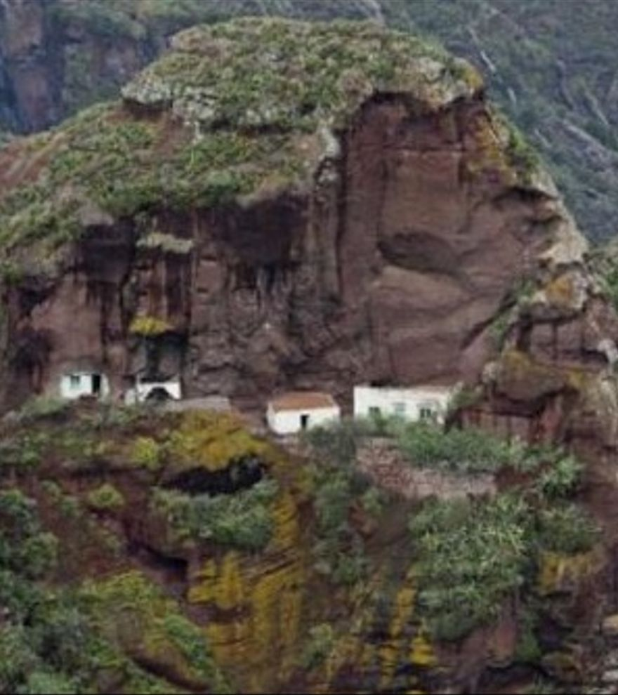 Afur, un valle entre cuevas y senderos