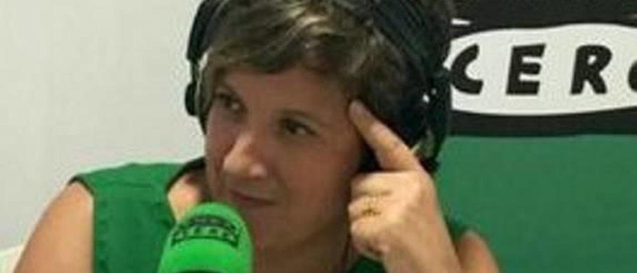 Palmira Benajas es, junto con Rosa Belda, guionista.