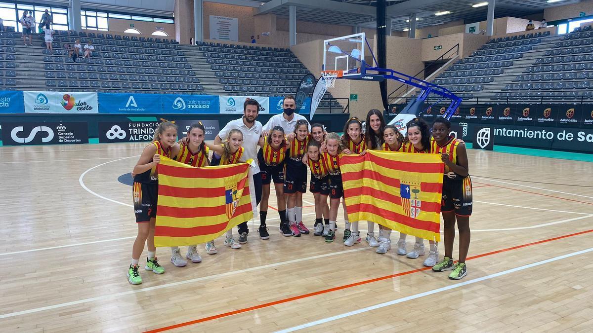 El equipo femenino de Aragón en el Campeonato de España de minibasket.