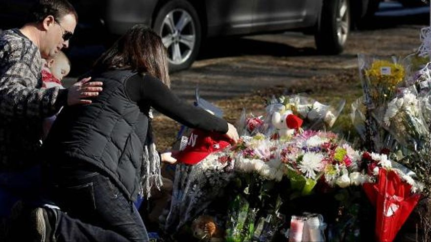 Las autoridades no hallan motivos para la matanza de Newtown