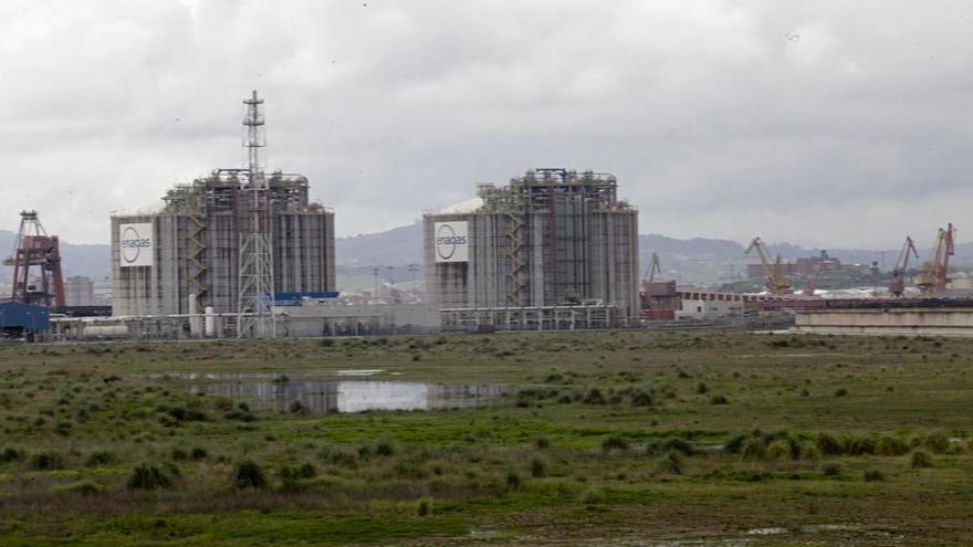 La regasificadora  de El Musel supera la tramitación ambiental