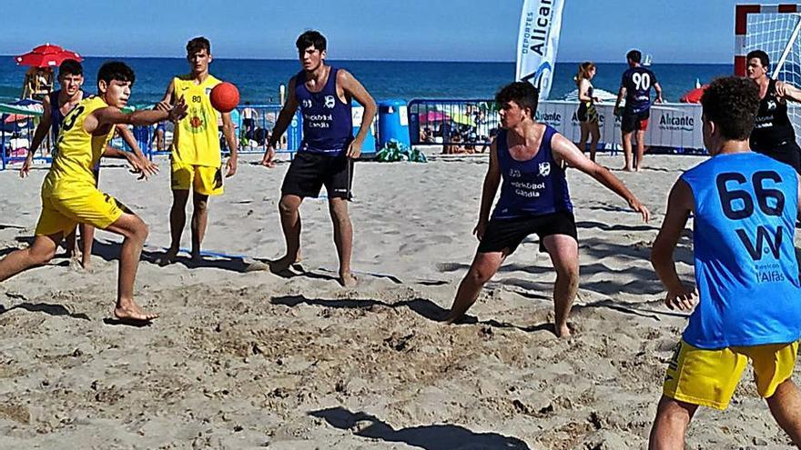 Gandia tendrá a tres equipos en el Nacional de balonmano playa