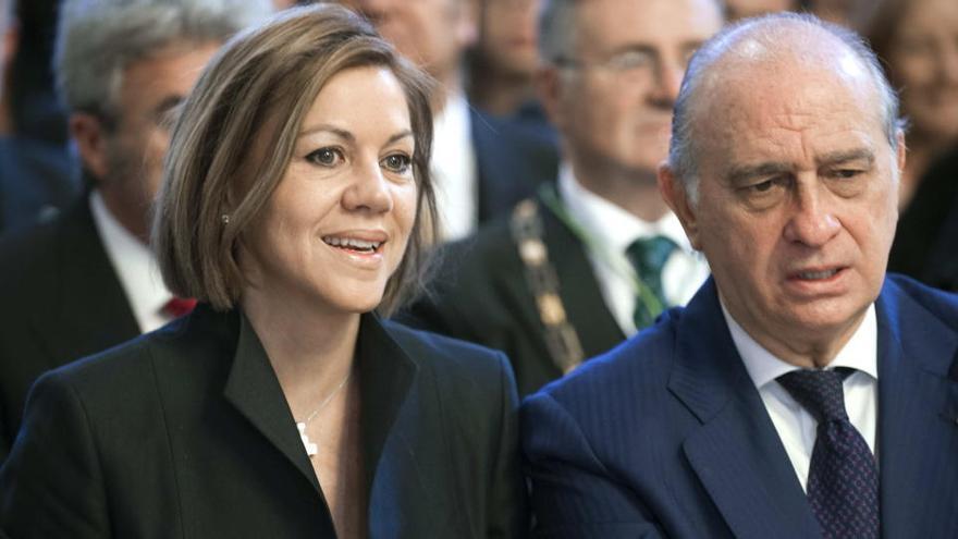 Anticorrupció demana al jutge que citi a declarar com investigats a Cospedal i a Fernández Díaz per l'operació Kitchen
