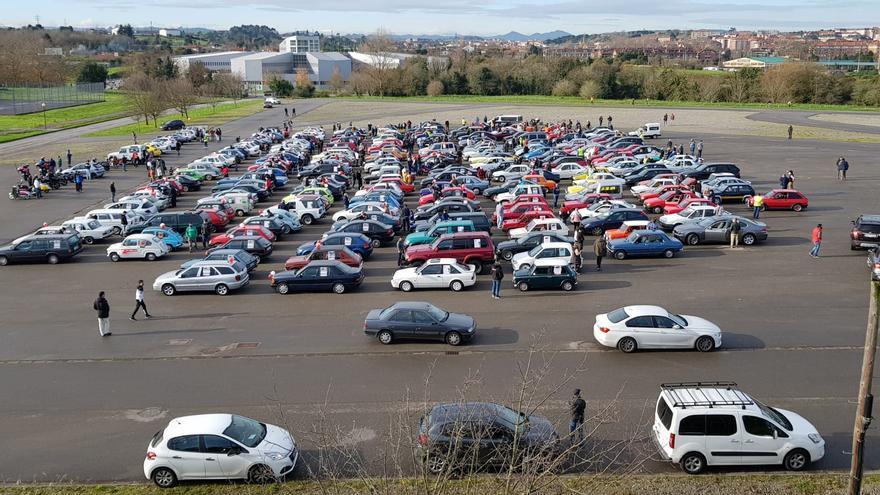 Concentración de coches en Gijón contra la ordenanza de movilidad