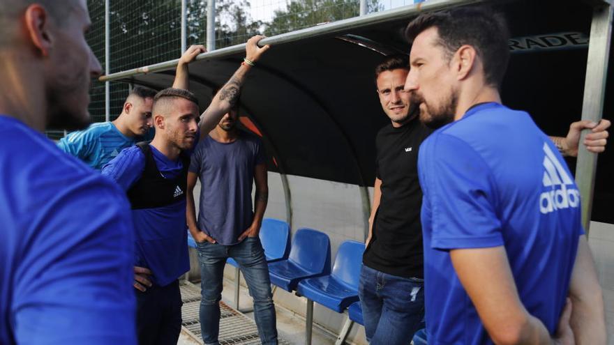 Saúl Ñíguez, espectador en el entrenamiento del Oviedo